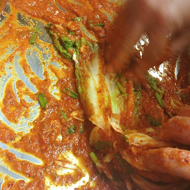 人気焼肉店の本格韓国キムチ_タレ入れ込み