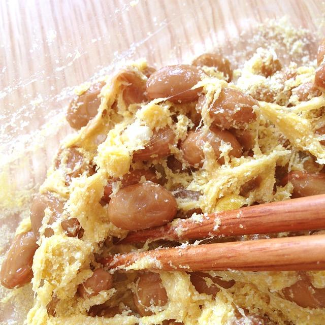 お気にり干し納豆と黄色い粉_かきまぜ中